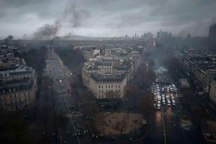 paris-protest-overview-ap-ps2-181201_hpEmbed_3x2_992