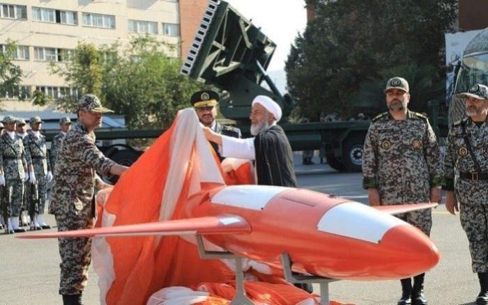 سرتیپ علیرضا صباحی فرد در حال رونمایی از پهپاد کیان، ۱ سپتامبر ۲۰۱۹